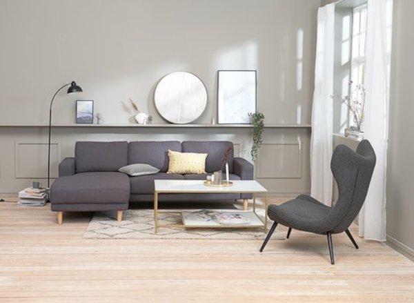 Ghế sofa là đồ trang trí nội thất phòng khách cho không gian thêm tinh tế, hiện đại