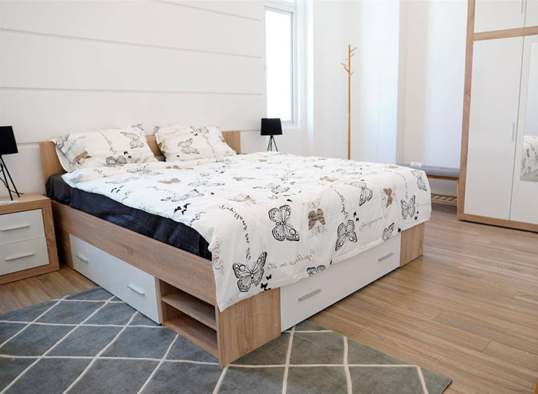 Ý tưởng nội thất phòng ngủ thông minh với giường đa năng tích hợp ngăn kéo thuận tiện cho việc sắp xếp, tối ưu không gian lưu trữ.